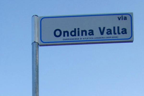 particolare cartello stradale